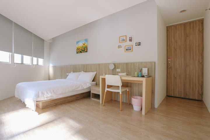 Nistay - Sunshine Double Room (45% off / 1 guest)
