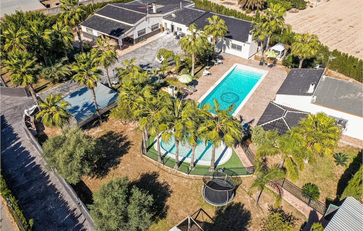 Beautiful home in Elche with Outdoor swimming pool, WiFi and 2 Bedrooms