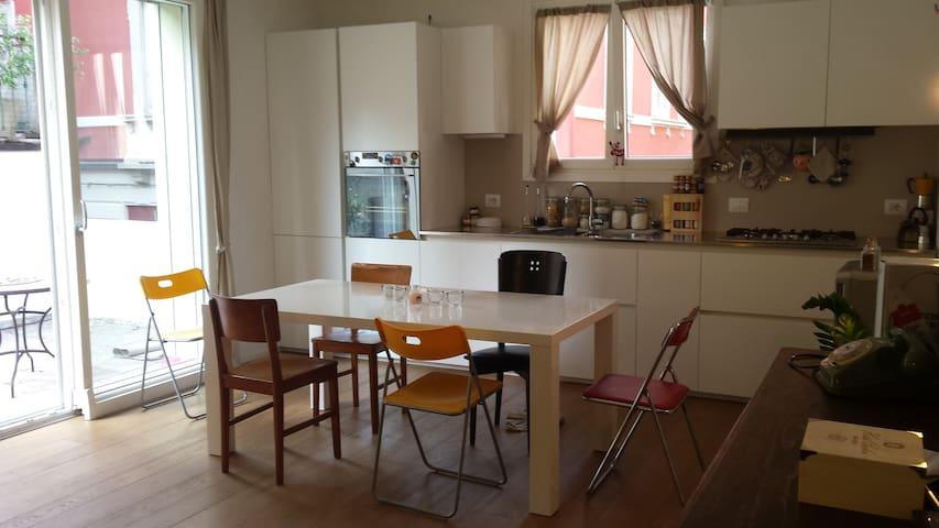 Casetta indipendente con garage e terrazzo - Como - Dům