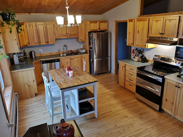 Fully-equipped kitchen with central island and seating for 2