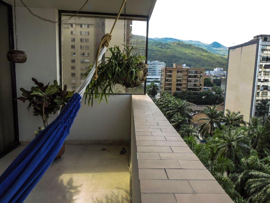 Habitación con balcón y vista a la montaña