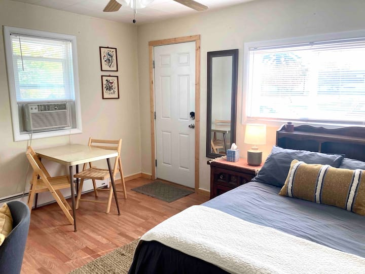 Treasure State Cottage - centrally located