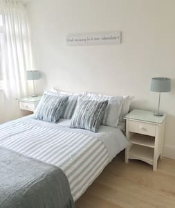 Light, Clean & Comfy Double Room - Frimley