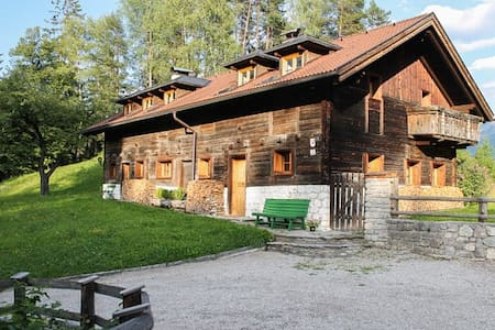 """Haushaelfte """"Brunnenhaus"""" in Tiroler Bauernhaus"""