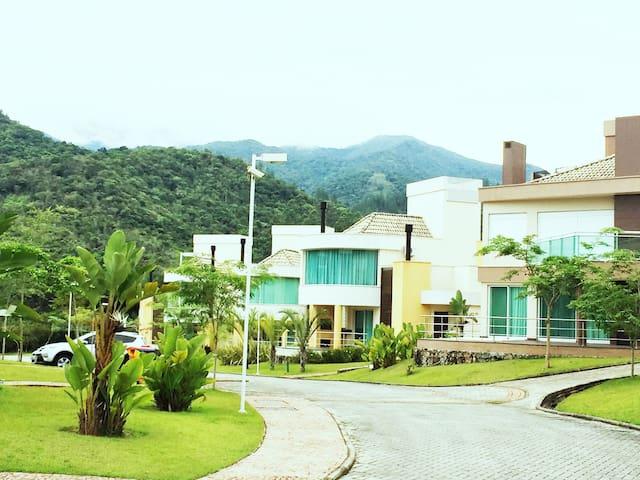 Casa em Resort na serra de Floripa - Santo Amaro, Florianópolis  - บ้าน