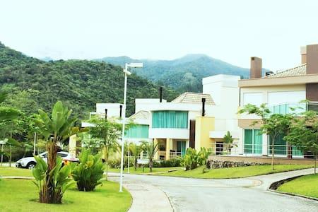 Casa em Resort na serra de Floripa - Santo Amaro, Florianópolis  - Rumah