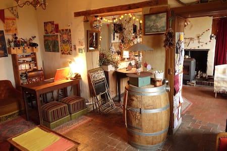 Petite maison isolée dans le Perche, vue magique !
