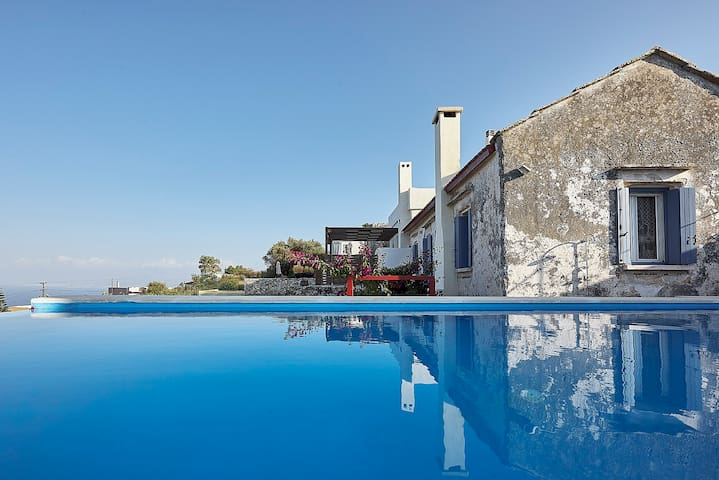 AMAZING 3BDR VILLA WITH PRIVATE POOL AND SEA VIIEW