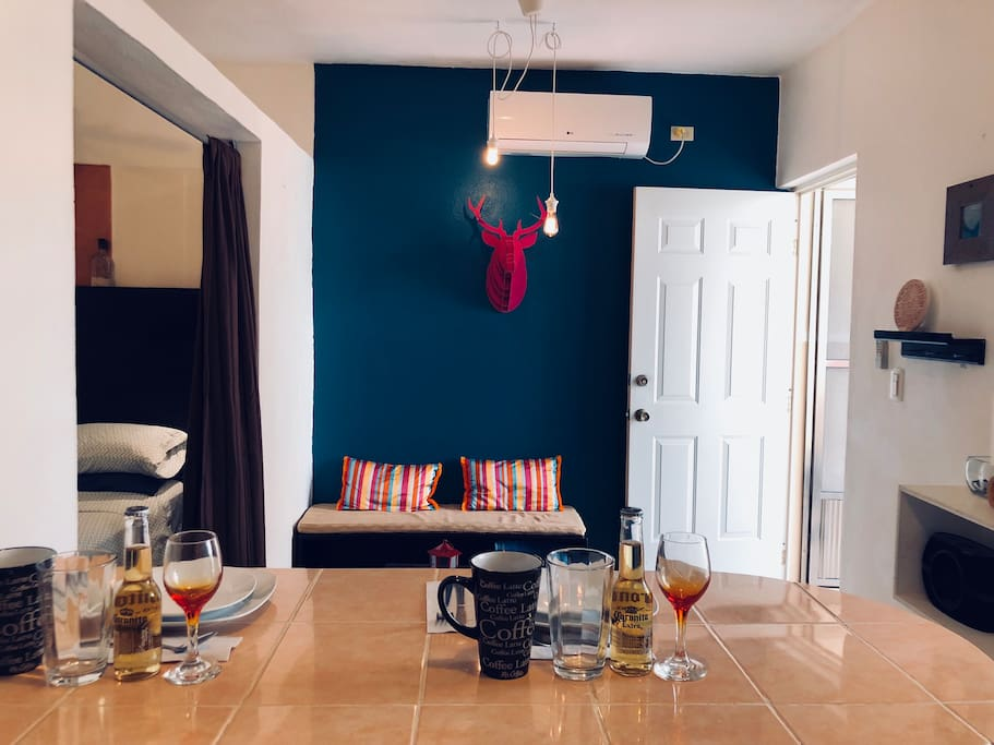 Queen size bed. Kitchenette stove, a small fridge with freezer, toaster and American coffee machine. WIFI. Bicycles included. AC. Private bathroom. Hot water. Hair dryer.Private terrace. Free street parking. Music speaker. Safe deposit box.