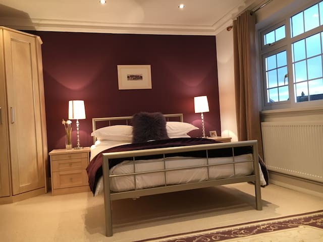 Ensuite double room/ Swansea/ Gower. - West Cross - House