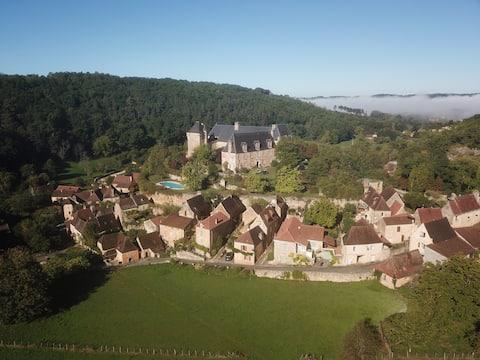 La Maison du Chateau-(Dordogne près de Sarlat)