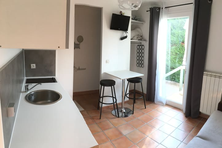 studio indépendant dans villa au calme