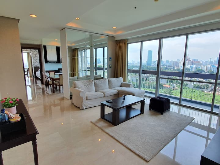 Spacious and luxury 2 BR apt at Kemang Mansion