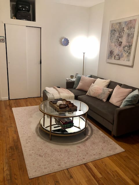 Beautiful furnished 1 bedroom in the heart of UES!