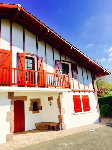 Le chalet d'Iparla - Suite with moutains view - Bidarray - Bed & Breakfast
