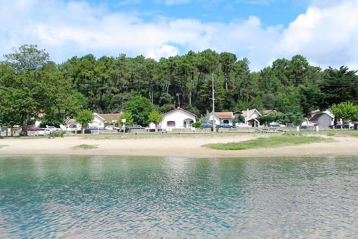 Appartement design avec vue sur le lac