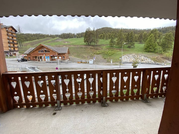 Nice T2 in risoul near the slopes in residence with swimming pool/spa
