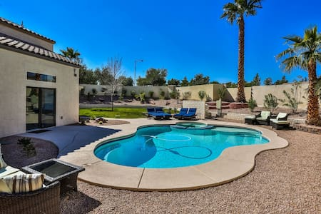 Stunning 4 bedroom with private pool and spa