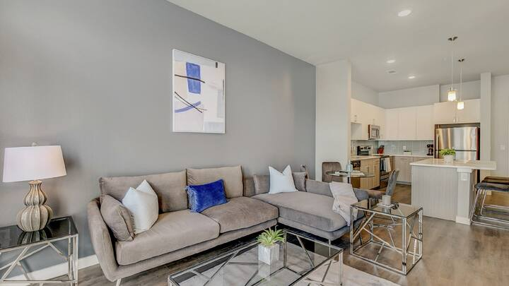 Professionally-cleaned studio apartment in Old City
