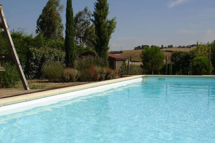 Detached 4-bedroom villa with pool, near Toulouse