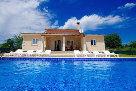 Beautiful Modern Villa Near Tinjan - Tinjan - Σπίτι