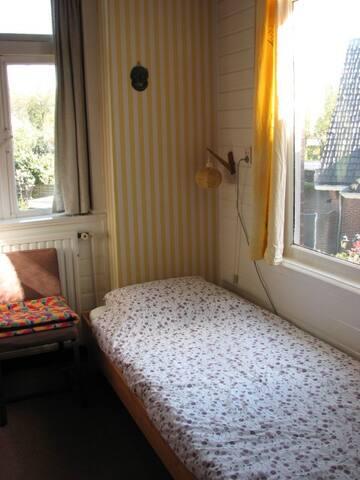 Slaapkamer in oude villa te Driebergen