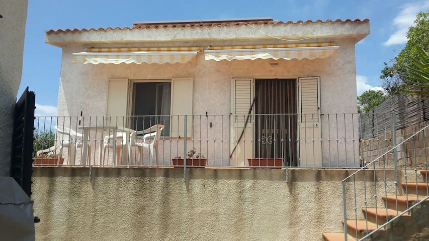Casa sulla scogliera - Magomadas - House
