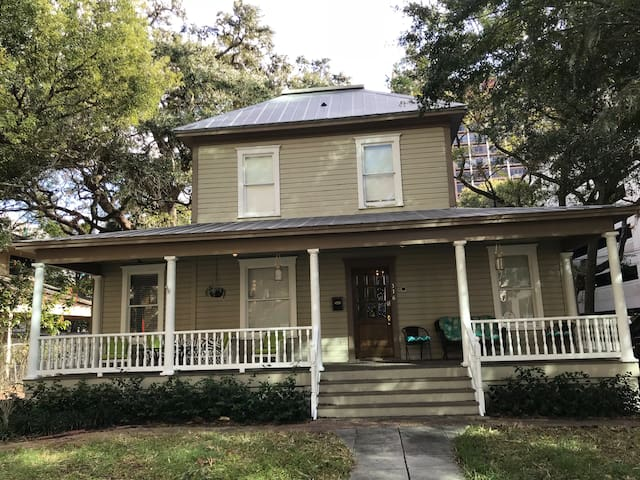 Heart of downtown Lake Eola Historic House 2-3 bed