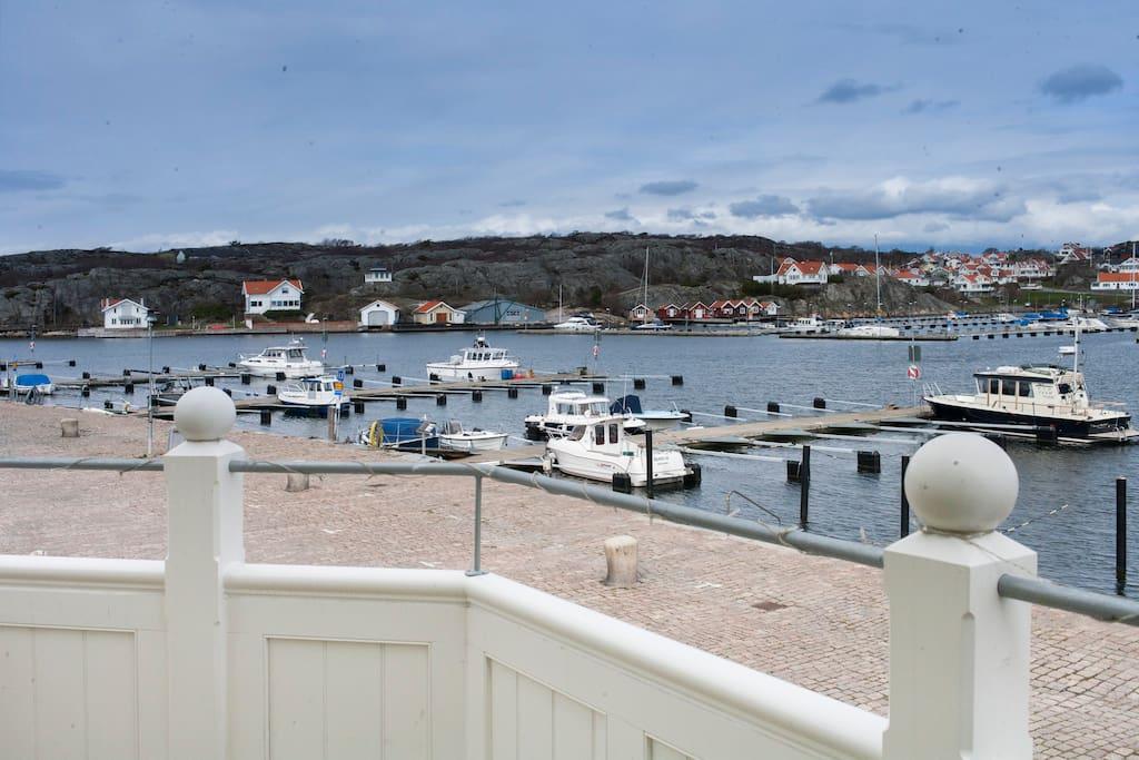 Balkong med närhet och utsikt över havet