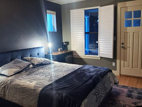 Private guest suite in hot Sunnyside neighborhood