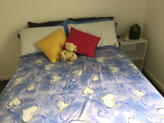 Private room in a modern 2bdrm apartment - Port Melbourne - Byt
