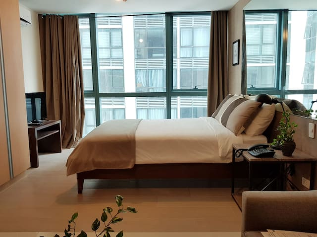 Cozy 1BR One Uptown BGC across Uptown Mall,  Hyatt