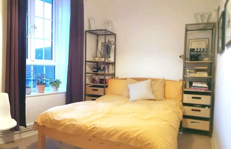 Lovely Private Double Room in Zone 2