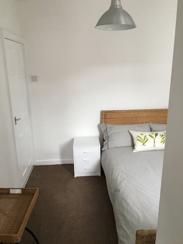 Double bed in house close to Barnsley town centre