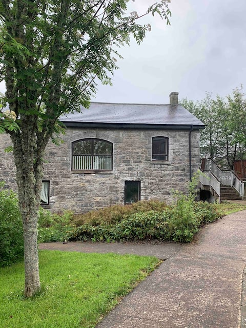 Spacious 3 bed townhouse in old mill warehouse.