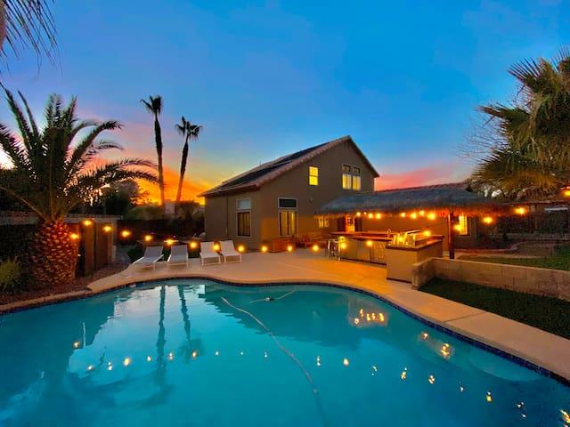 VEGAS OPEN 5bd VILLA Resort Pool 9mn Strip Slps14!