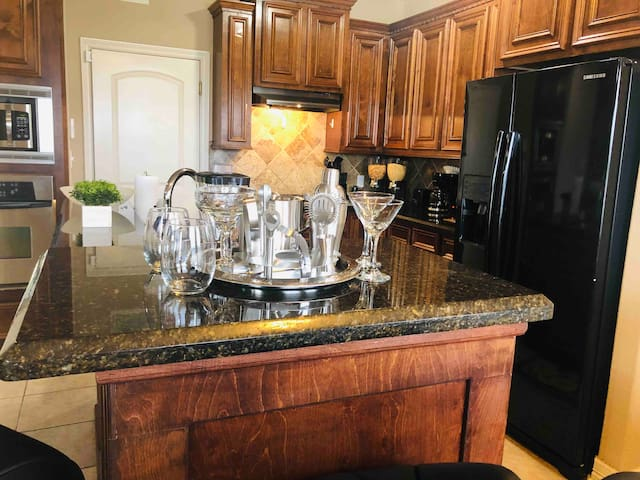 Spacious House 5★Location,King Beds SelfCheckIn