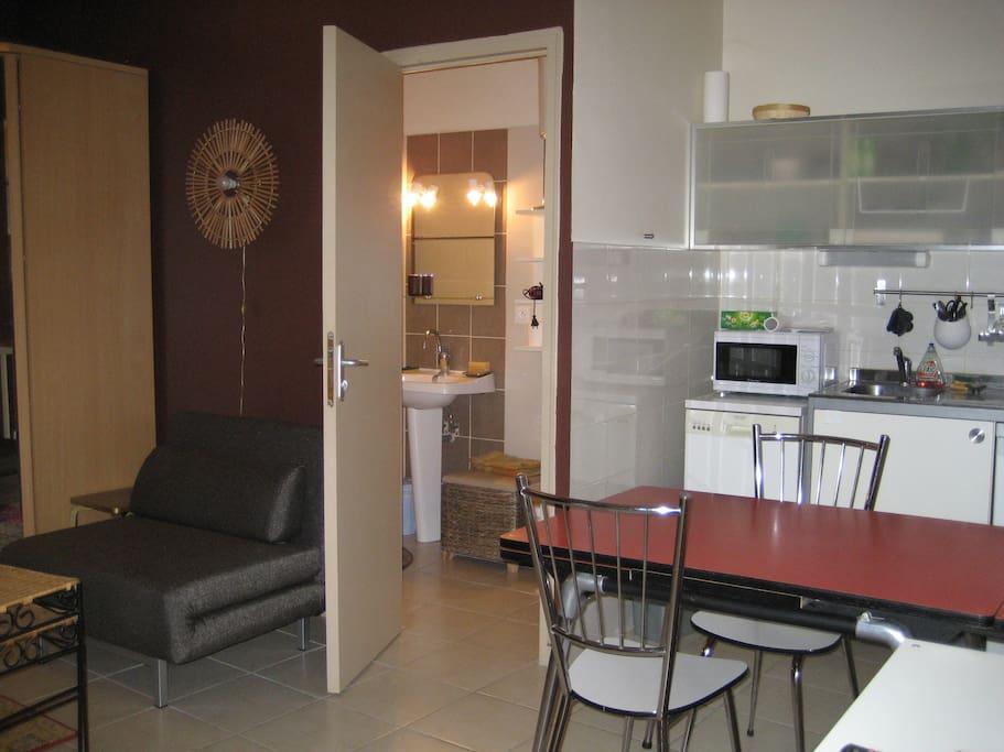Studio centre ville romans bourg de p age townhouses for for Cash piscine bourg de peage
