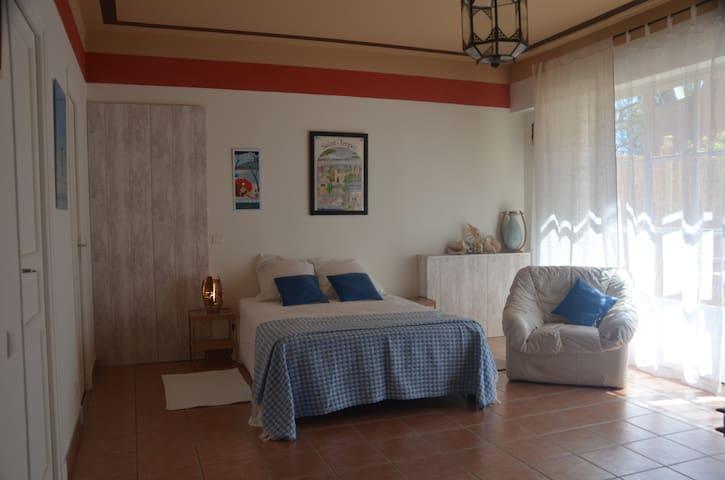 Appartement ,rez de jardin - RAMATUELLE - Byt
