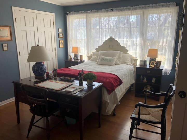 Della's Cottage Getaway