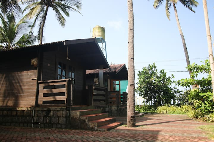 Kundapura Homestay: Double Beach Cottages