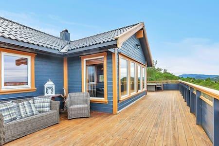 Flott hytte ved sjøen med god beliggenhet