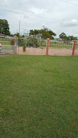 Beautiful 3 bedroom 10 min from Airport and Mall - Trincity - Pis