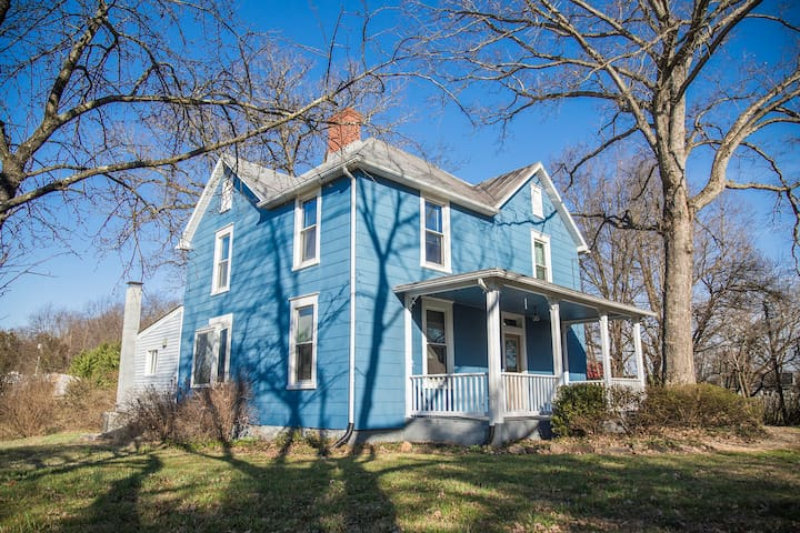 Charming Restored Farmhouse Minutes from Culpeper - Culpeper