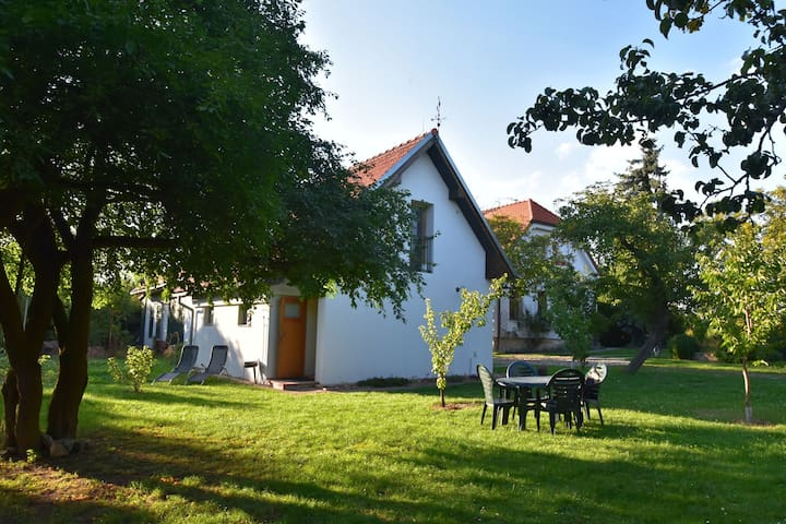 Apartment with spacious garden in Tuklaty, only a 30-min drive away from Prague!