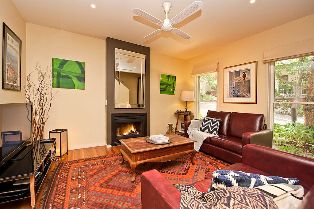 Warm & inviting lounge room with gas log fire.