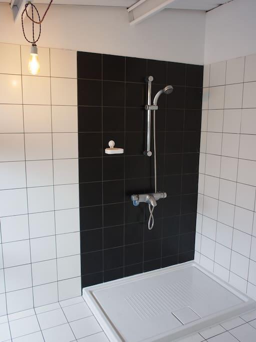 超級大的淋浴間