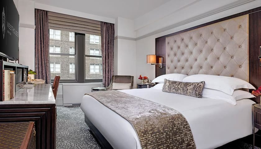 Modern Luxury Queen Room Near Central Park