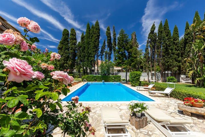 Villa Tea a MONDELLO con piscina privata