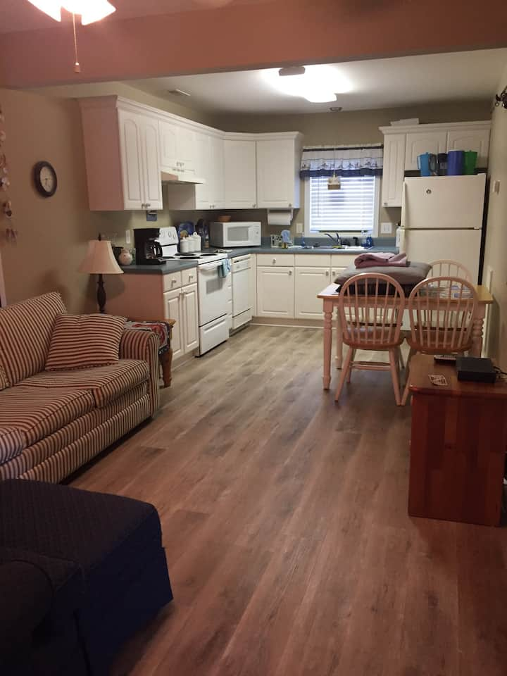 Kure Beach Apt 2nd row (easy beach access)